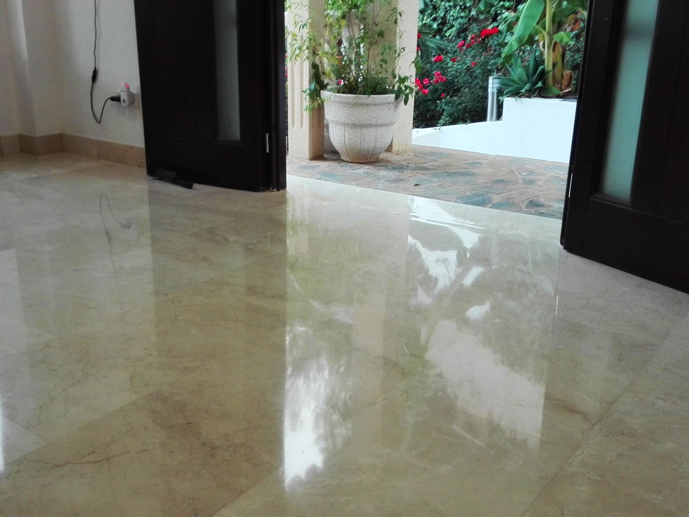 Marble polishing to the entrance of a house in Spain