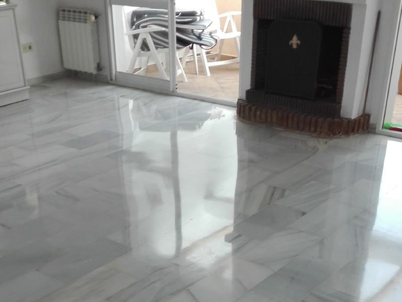 White marble floor polishing for a house on the Costa del Sol